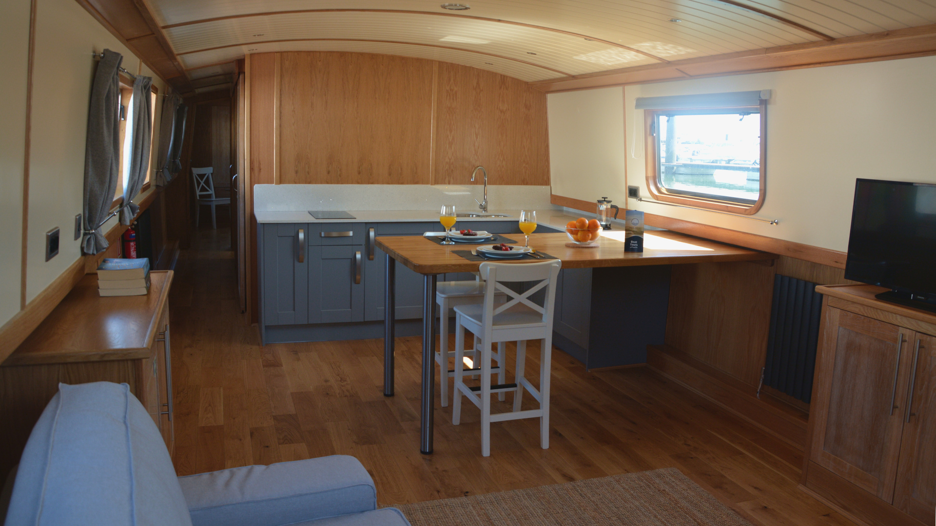 Widebeam - kitchenette and living room