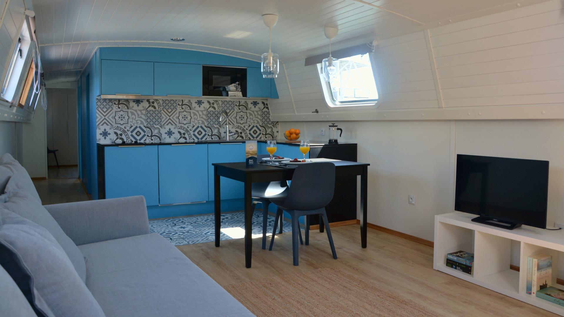 Narrowboat - kitchenette e sala de estar