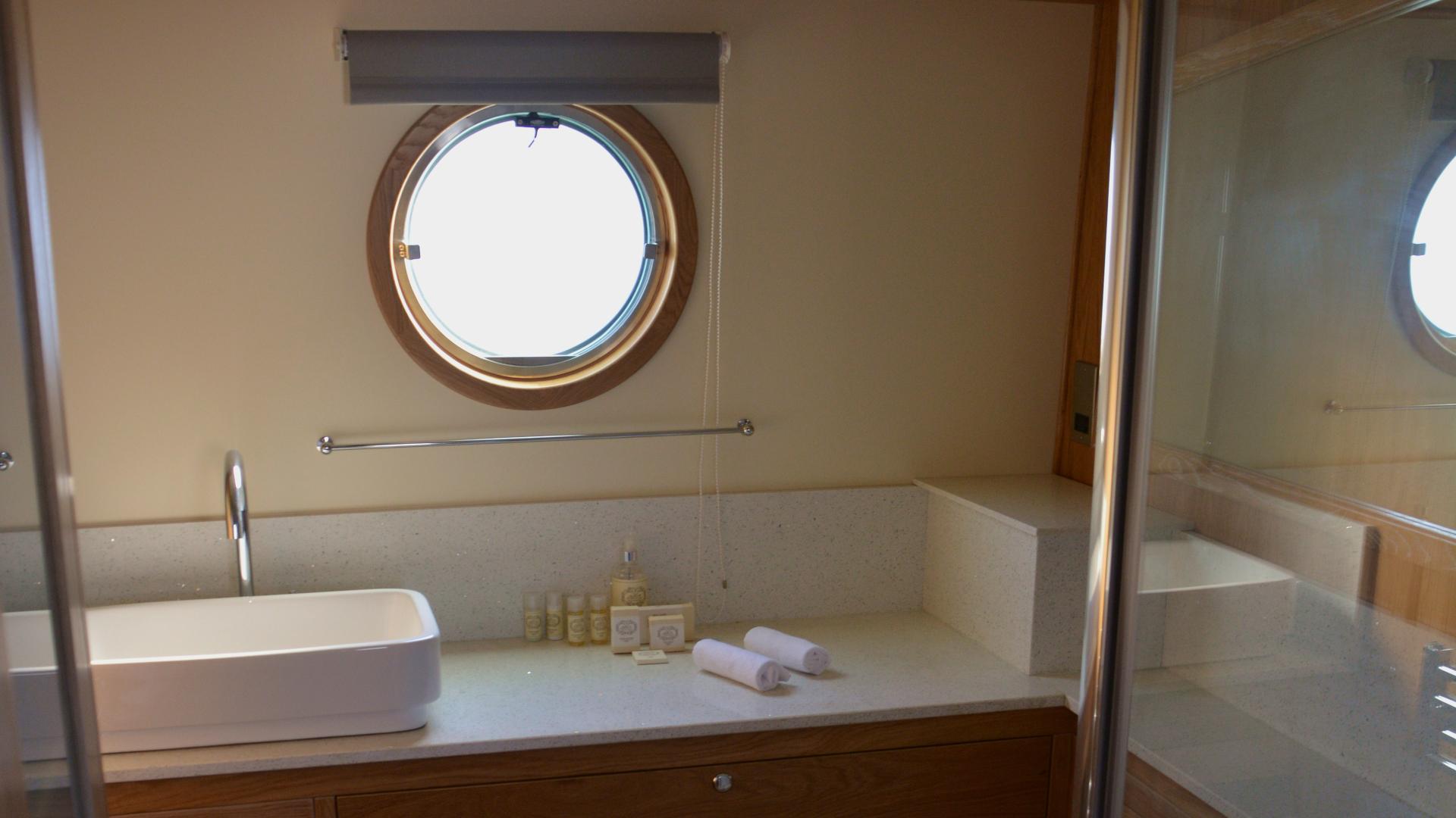 Narrowboat - bathroom